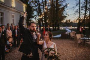 slub plenerowy dwor sierakow jesienne wesele 24